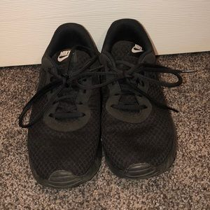 All black nike roches